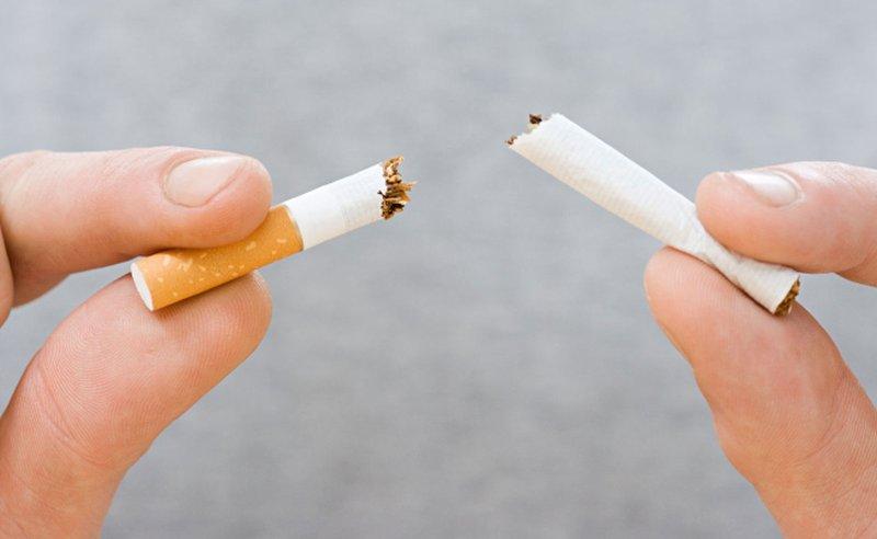 Come liberarsi da gialle delle dita da fumo